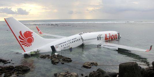3159437_3_330d_l-avion-de-la-lion-air-dans-les-eaux-au-large_e6853968fbb83d04d03b146f879ecbf4